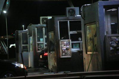 Intentan quemar casetas de peaje en el Acceso Sur a la Región Metropolitana