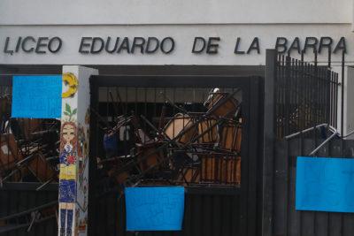 Suspenden PSU en Liceo Eduardo de la Barra en Valparaíso tras toma