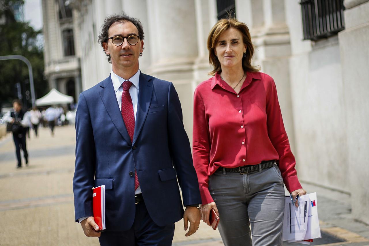 """""""La polémica entre editorial y el Mineduc por cita de Víctor Jara en texto escolar"""""""