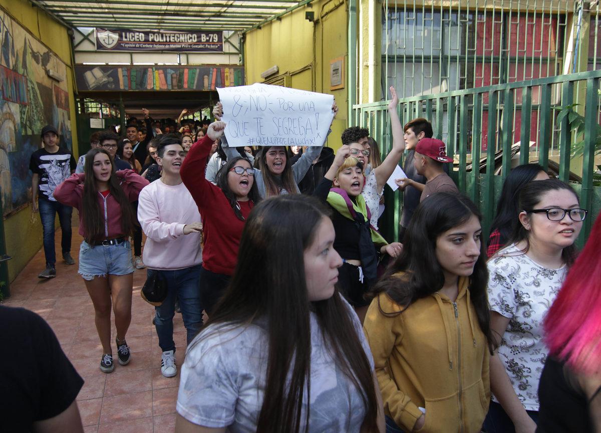 Segunda jornada de rendición de la PSU: suspensión se extiende a más locales tras nuevos incidentes