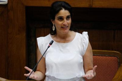 """Ministra Zaldívar y sistemas de pensiones: """"El ahorro voluntario no funcionó"""""""