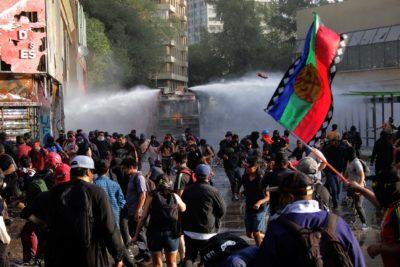 Otra jornada de violencia se registró este viernes en Plaza Italia