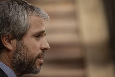 Blumel llama a no aprobar acusación constitucional contra intendente Guevara