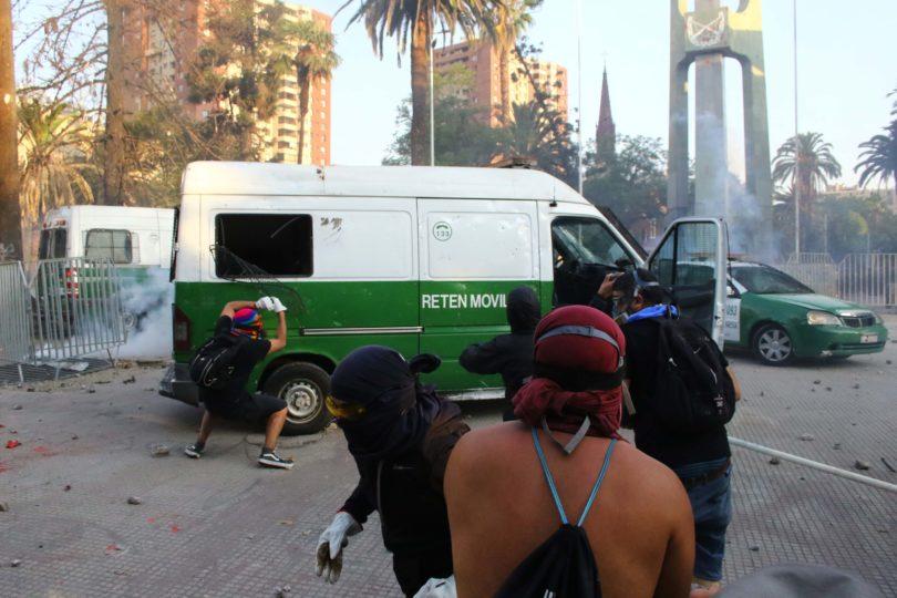 Hincha de Colo Colo murió tras ser atropellado por camión de Carabineros