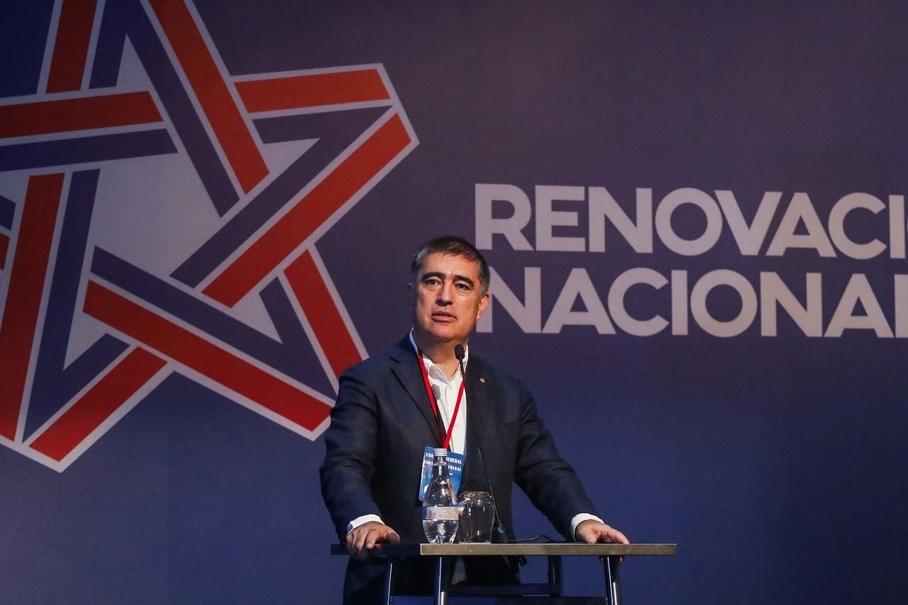 """Mario Desbordes: """"No me gustaría ver parlamentarios RN en el comando del PS o en campaña con Kast"""""""