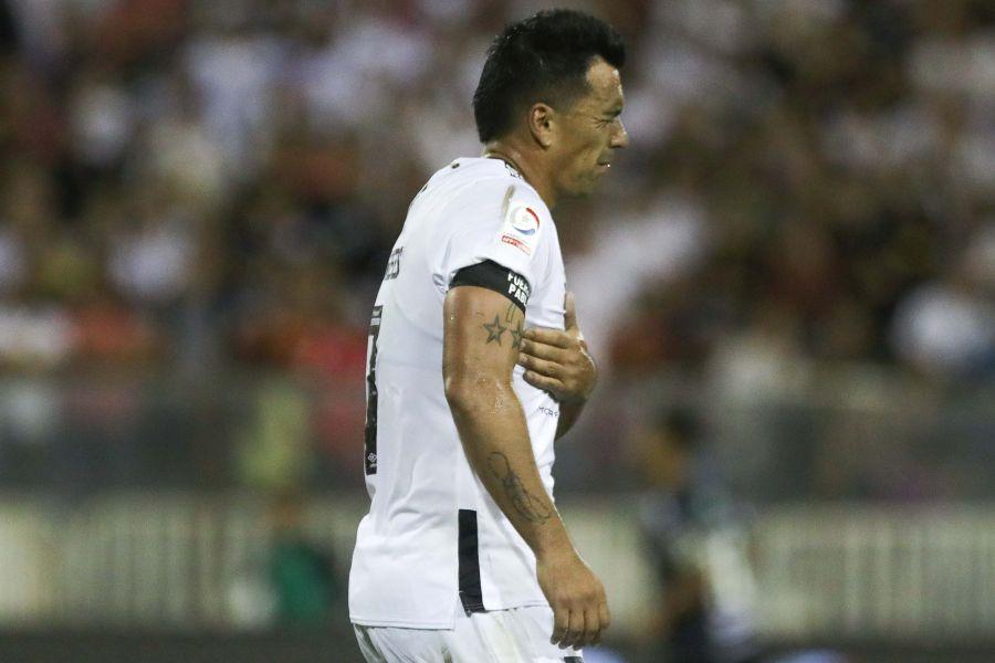 Esteban Paredes sufre una fractura costal y estará dos meses fuera de las canchas