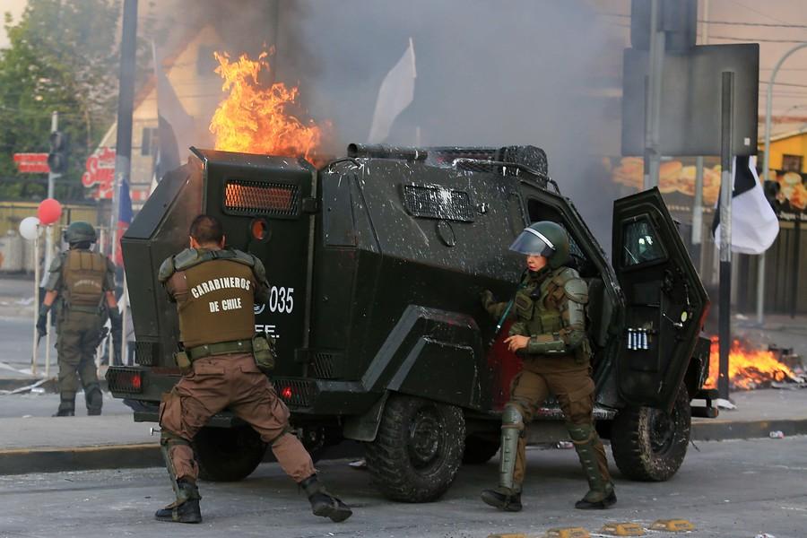 Carabinero herido durante manifestaciones en el Monumental