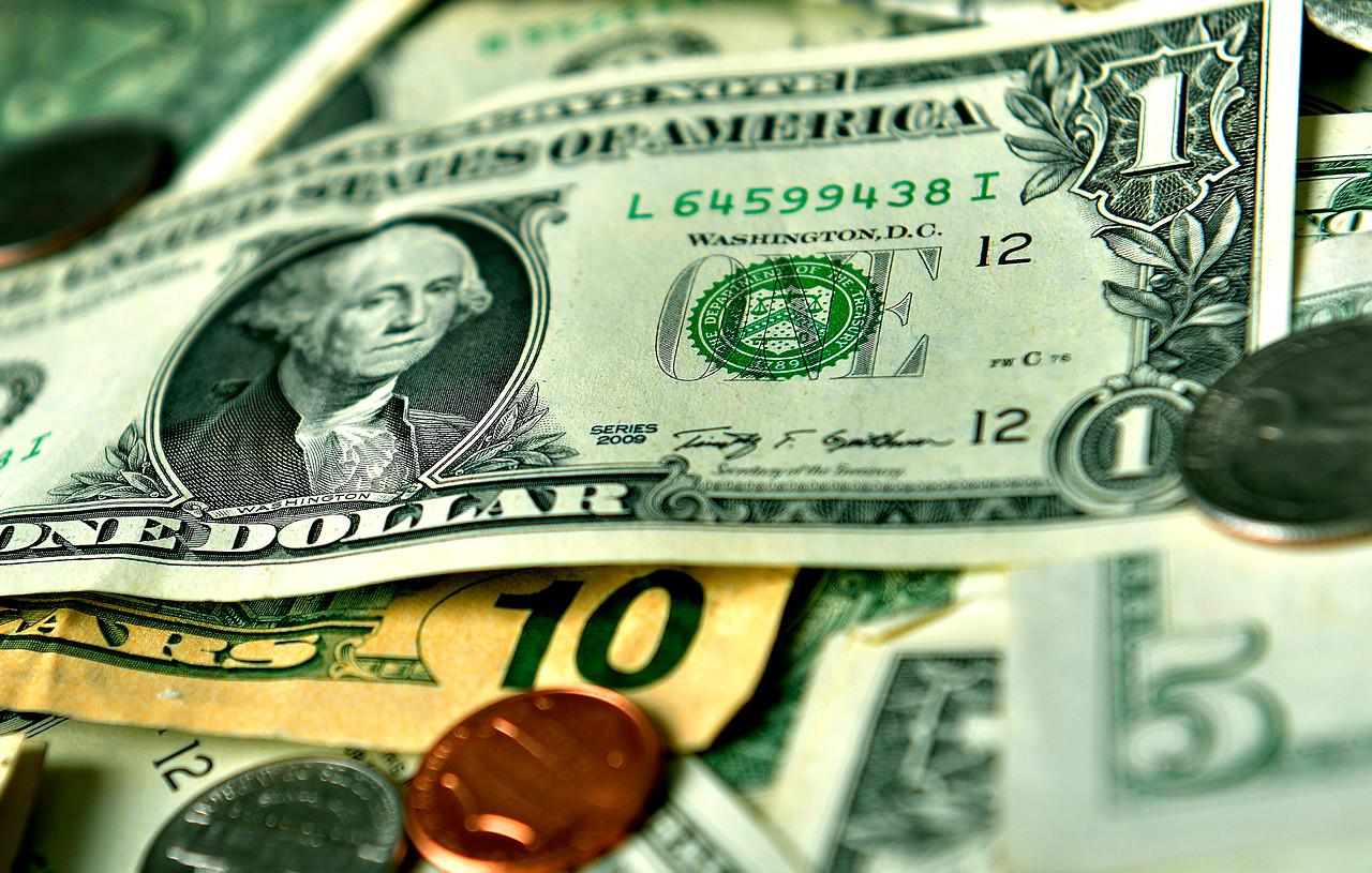 Precio del dólar cayó por segunda jornada consecutiva