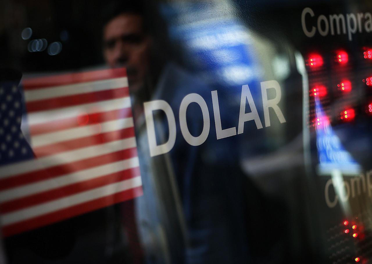"""""""Dólar se acerca a los $790 en incertidumbre por coronavirus y caída del cobre"""""""
