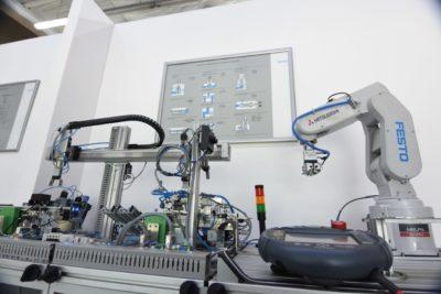 Educación superior en la IV Revolución Industrial: inauguran Centro de Entrenamiento de Automatización y Robótica