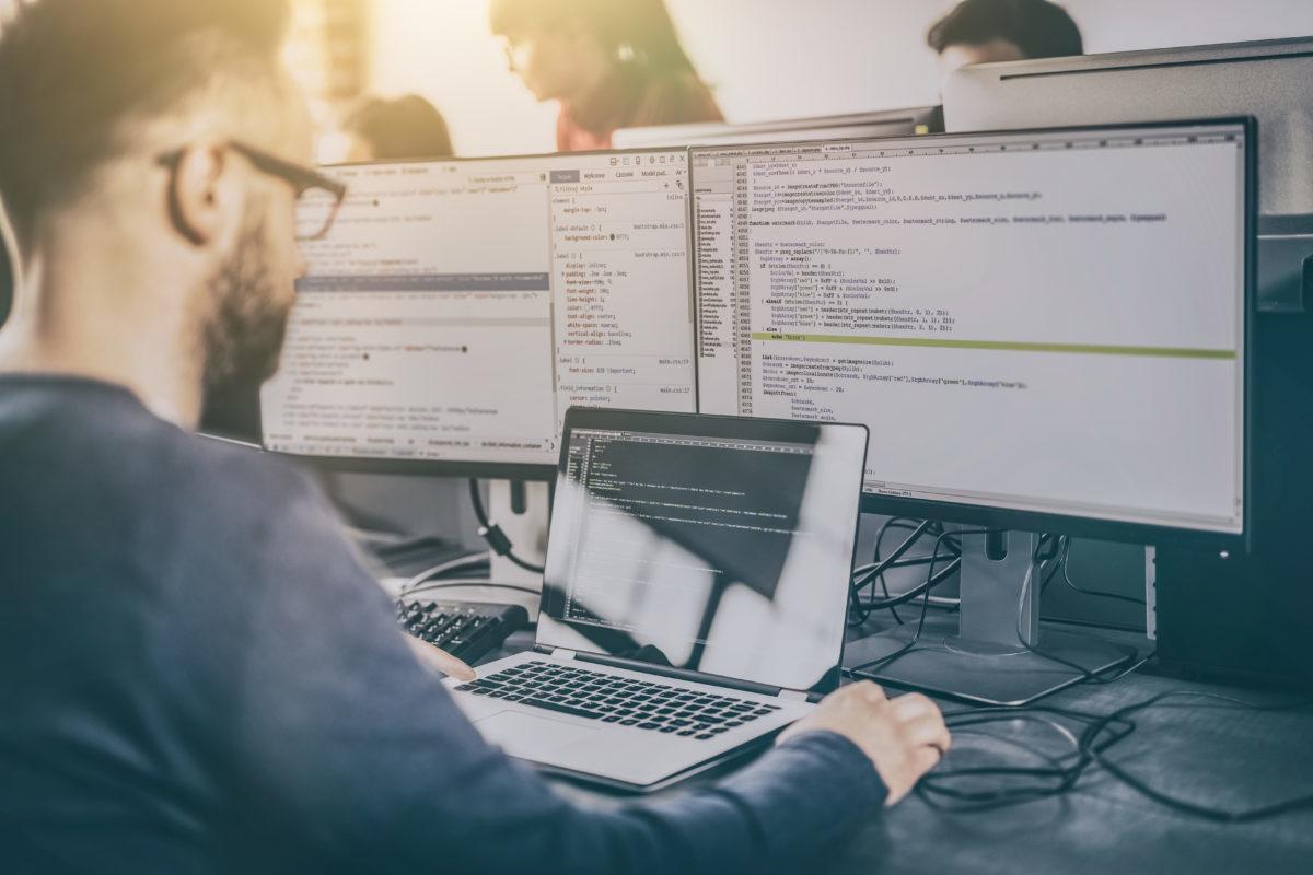 Analista Programador e Ing. en Informática: las carreras que se tomarán la IV Revolución Industrial