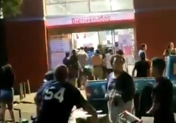 Desconocidos saquearon tres supermercados en Quilicura