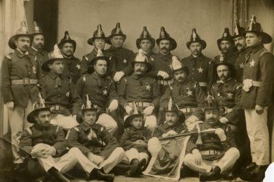Segunda Compañía de Bomberos de Punta Arenas registra sus 120 años de historia en un libro conmemorativo