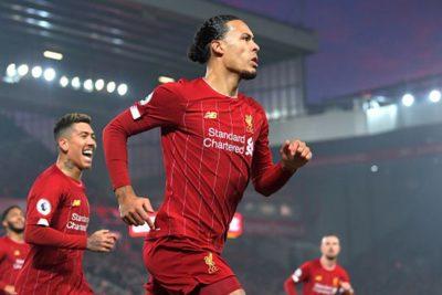Premier: El Liverpool derrota al Manchester United y amplía su liderato