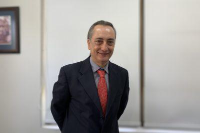 Ex ministro Artaza se convierte en el nuevo decano de la Facultad de Ciencias de la Salud de la UDLA