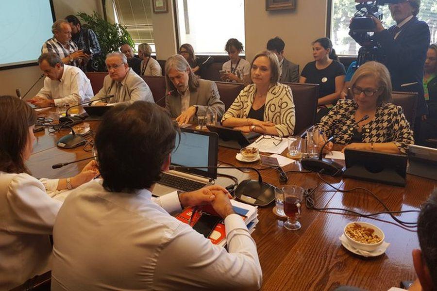 Con voto UDI: Comisión de Trabajo del Senado aprueba en general el proyecto de 40 horas