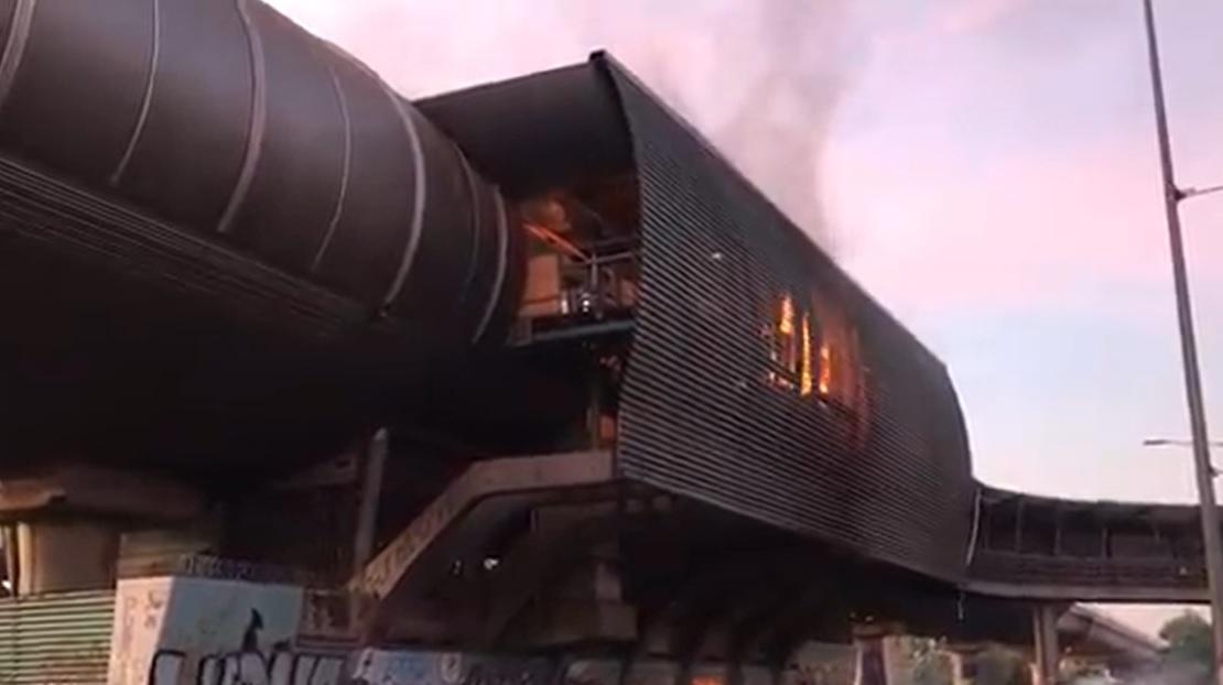 Video registra el momento en que queman estación de Metro Protectora de la Infancia