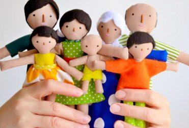Muñecos de terapia para niños agredidos