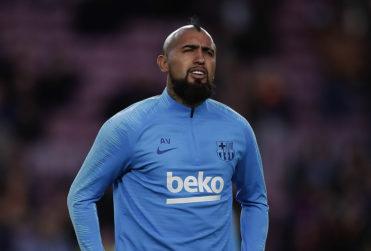 Champions: Vidal terminó expulsado en el empate del Barcelona en su visita a Italia