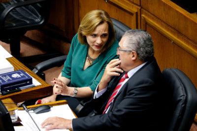 Senador Jorge Pizarro explicó su abstención en acusación constitucional contra intendente y Goic guarda silencio