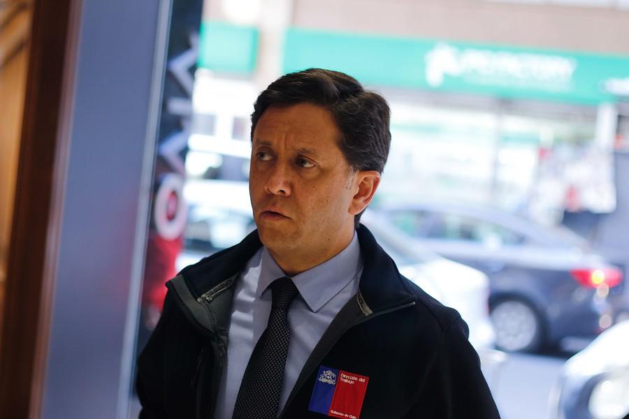 Gobierno acepta renuncia de Director del Trabajo tras error en despidos