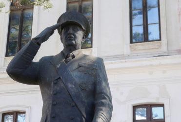 Corte Suprema ordena mantener estatua de Merino en Museo de la Armada