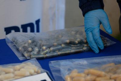 Dos detenidos por trasladar 176 ovoides con cocaína en Iquique
