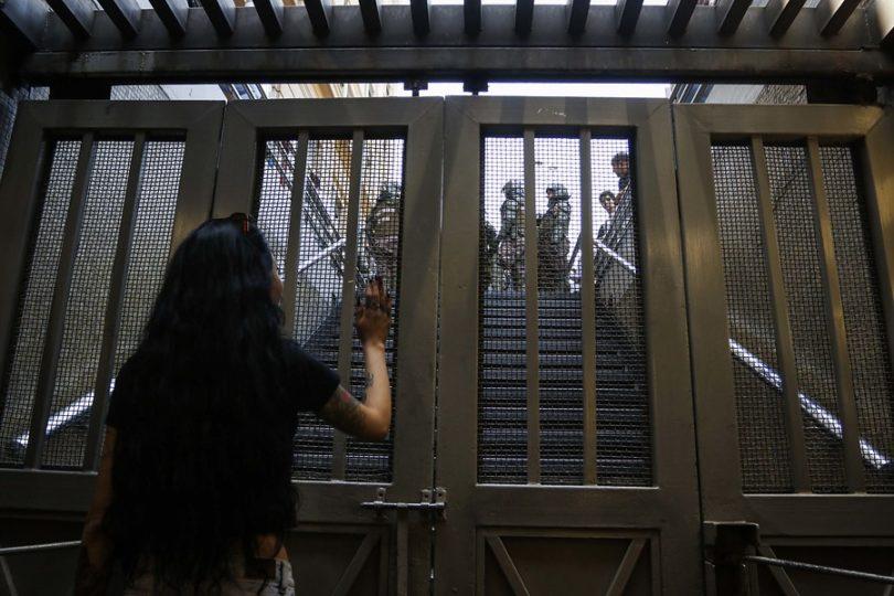 Cuatro estaciones del Metro permanecen cerradas por disturbios en el exterior