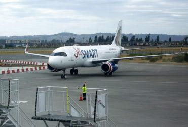 JetSmart bajo la mira del Sernac por dejar a pasajeros abajo del avión