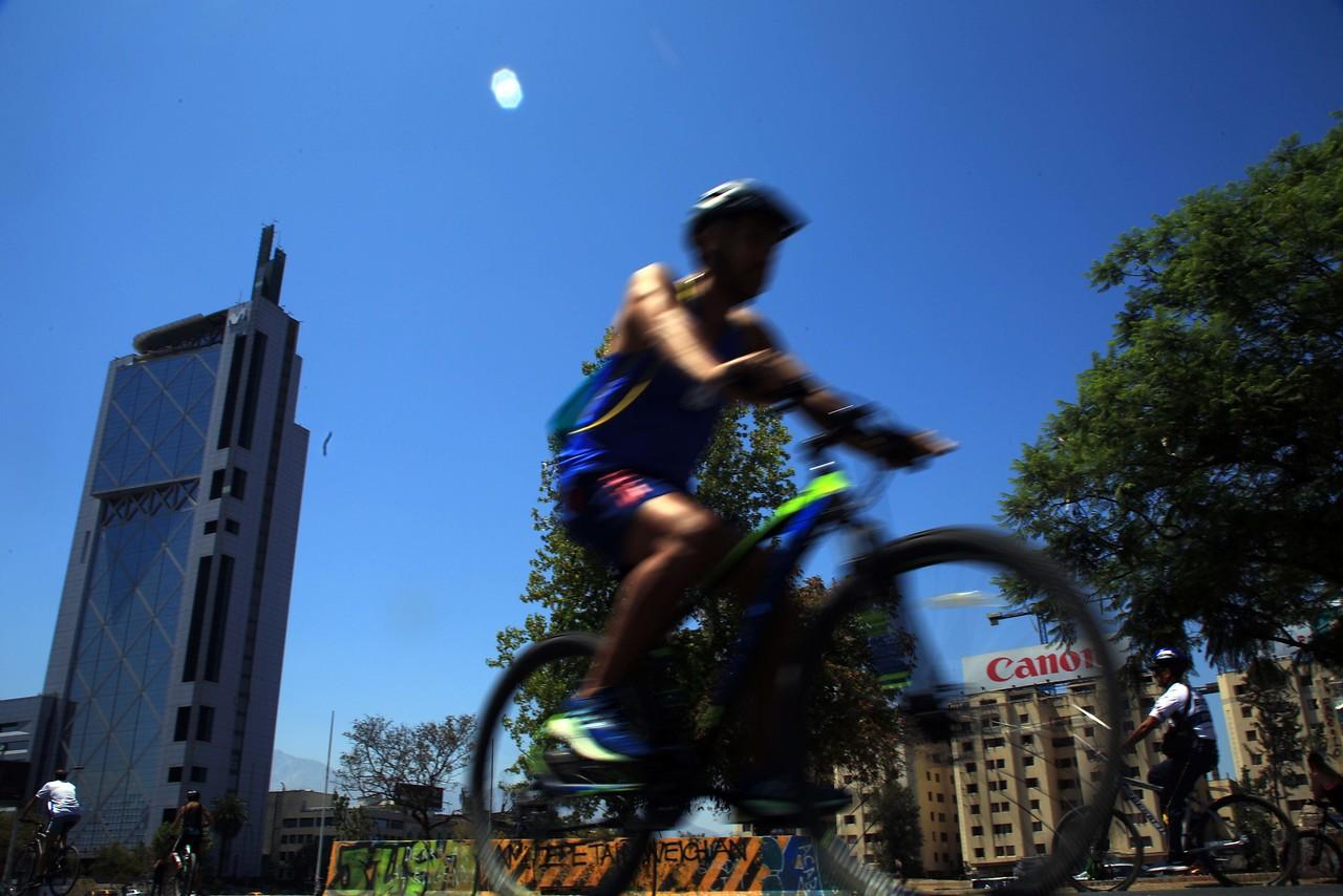 Funa a Jueza Acevedo: Ciclistas llegaron hasta su casa para manifestarse