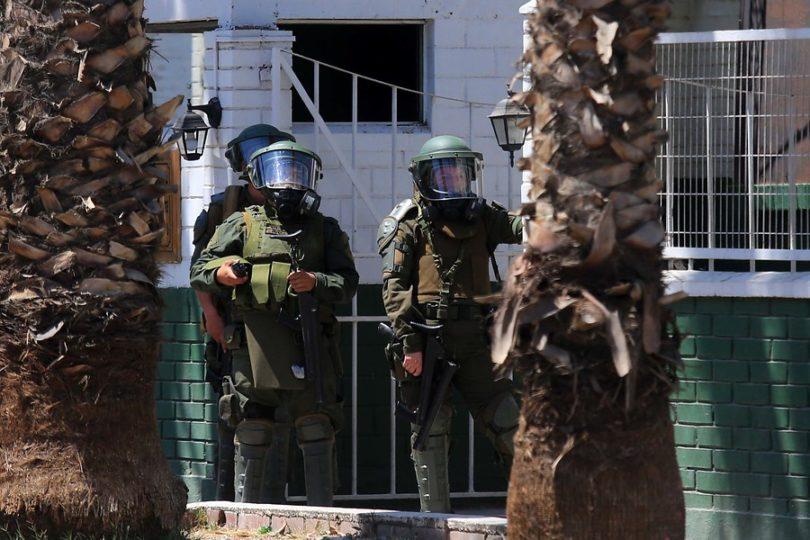 Carabineros detiene a 13 personas en comunas que registran ataques a comisarías
