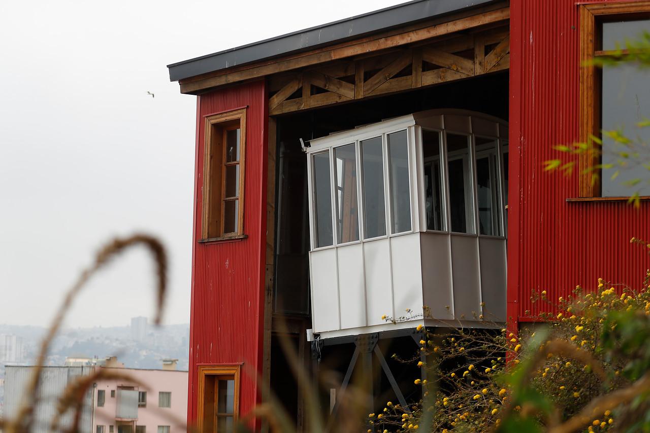 Valparaíso: Caída del ascensor Concepción deja cinco personas heridas