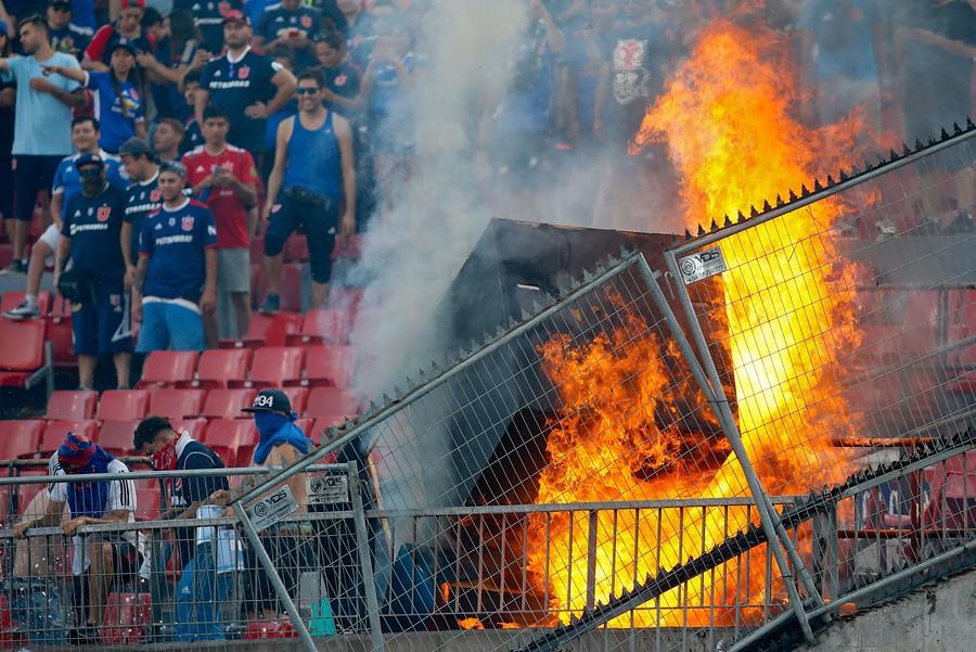 U. de Chile - Inter: incidentes entre hinchas y Carabineros en el Estadio Nacional