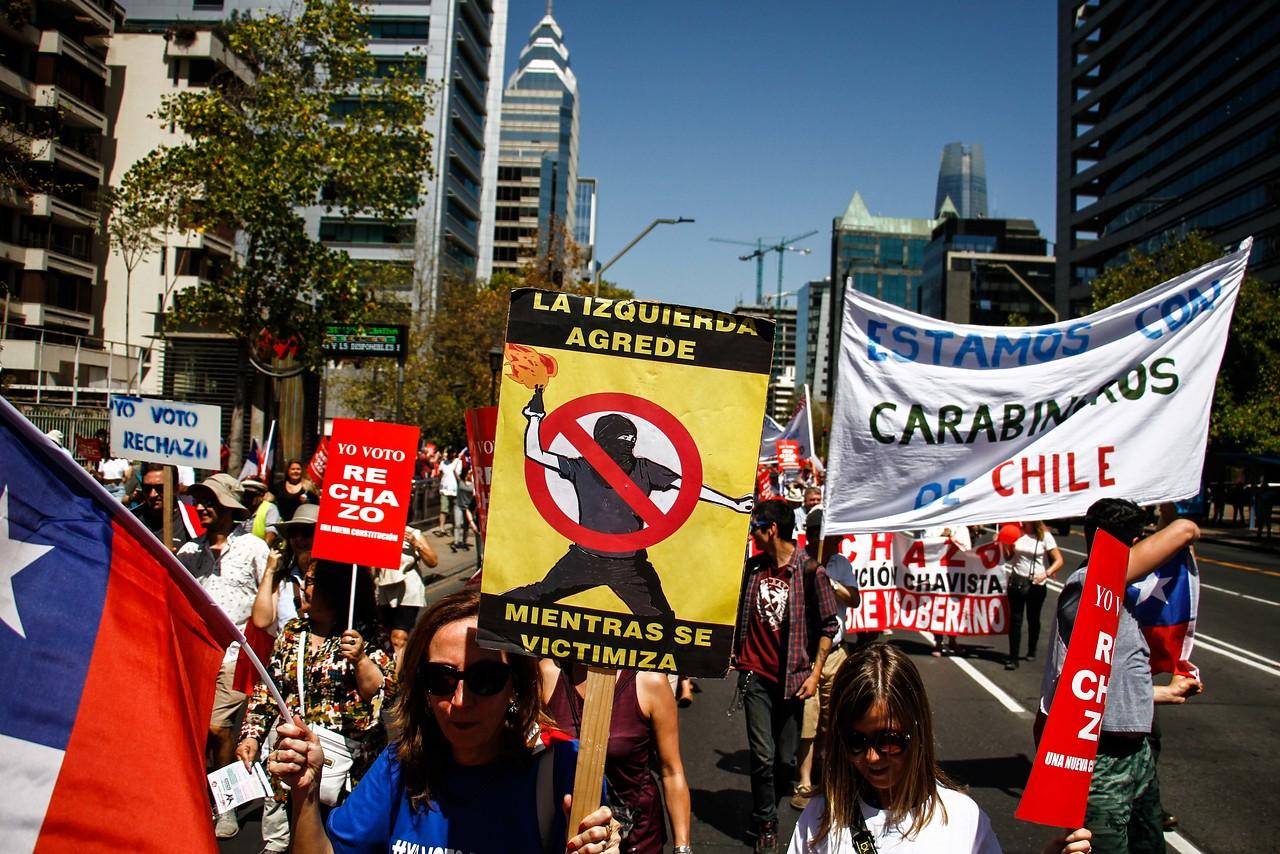 Plebiscito: Decenas de personas marcharon a favor del