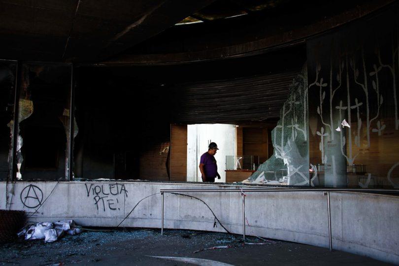 Carabineros responsabiliza a encapuchados por incendio en Museo Violeta Parra
