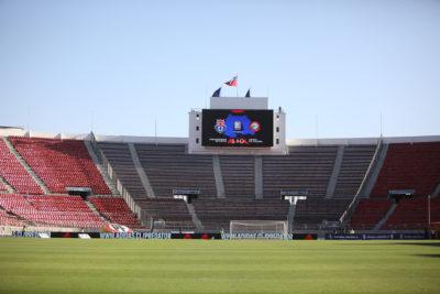 Corte admite recurso de hincha de la U por cierre de la galería sur del Estadio Nacional