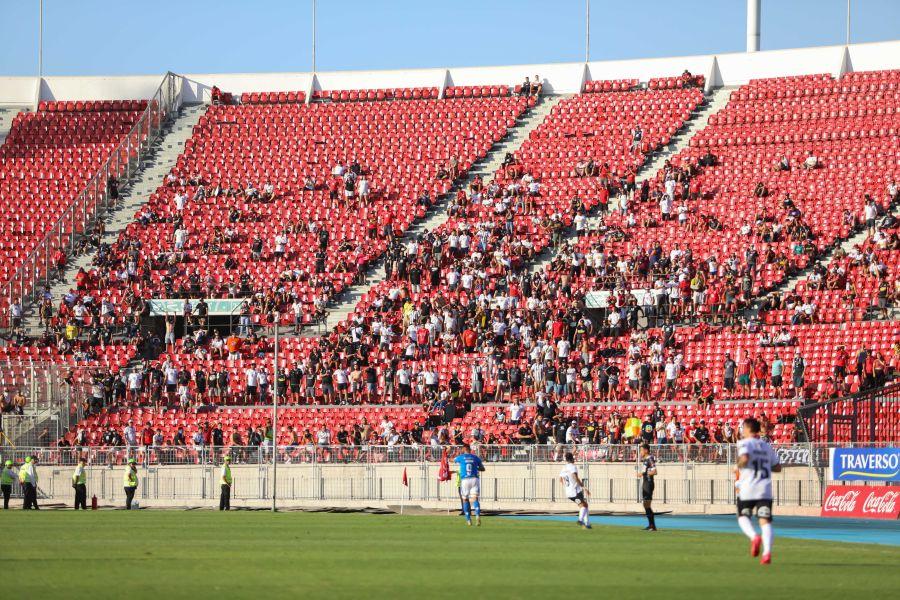 Los tres grandes del fútbol chileno tuvieron el peor registro de público desde 2012