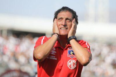 La extraña postura de Mario Salas: de pedir detener el fútbol a querer completar el partido ante la UC