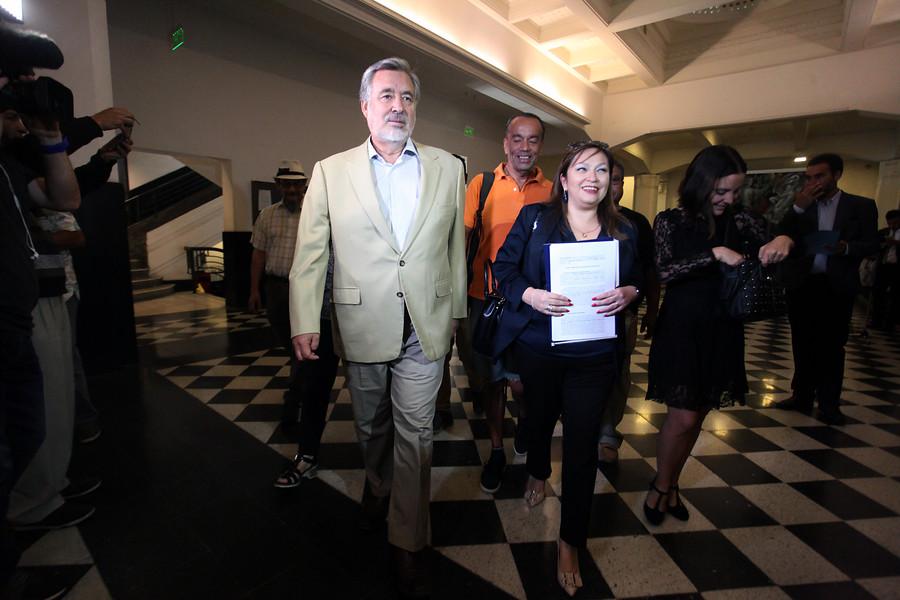 """""""Senadores Guillier y Bianchi piden al Tricel más tiempo en franja de plebiscito"""""""