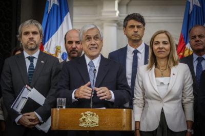 """Piñera propone """"Acuerdo contra la violencia"""" para realizar plebiscito de abril"""