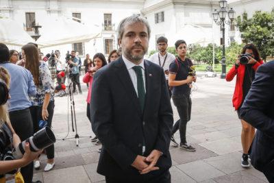 """Ministro Blumel: """"Que ganen los ciudadanos y no los violentistas"""""""