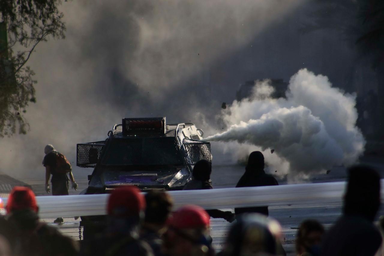 Carabineros reporta 16 detenidos en protestas del viernes en Plaza Italia
