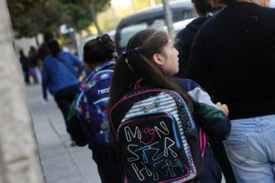 Año escolar 2020: ¿cómo elegir la mochila adecuada y evitar lesiones?