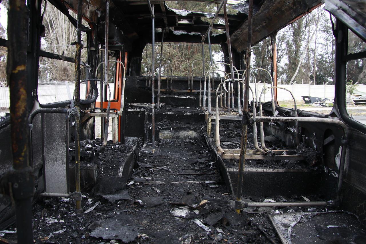 Santiago y Peñalolén lideran ranking de comunas con más buses quemados