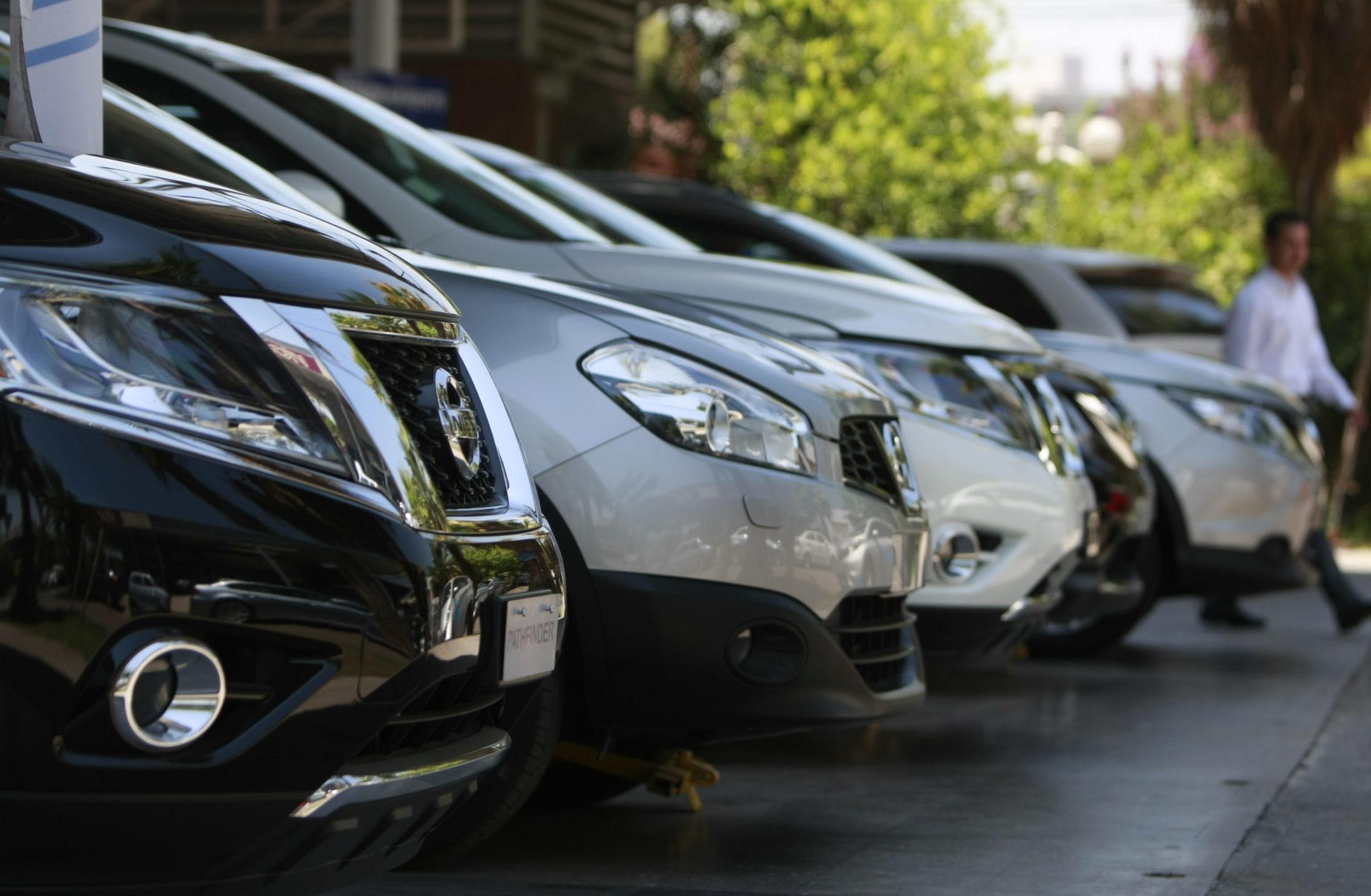 Tenían las llaves puestas: roban 10 autos de un rent a car en Santiago