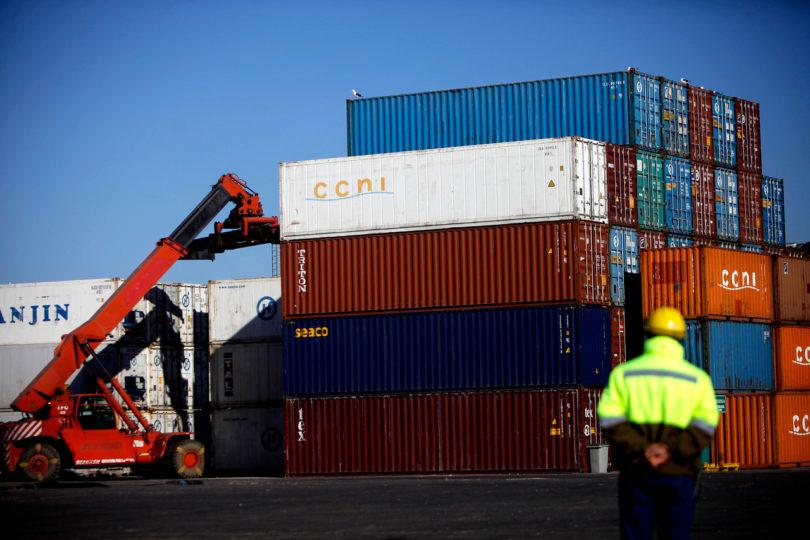 Cerezas, carnes y vinos: el contenido de los miles de containers varados en China con productos chilenos