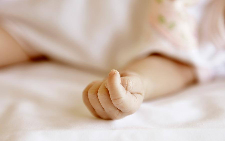 """""""Bebé de dos meses fue encontrado en sitio eriazo en Quillota"""""""