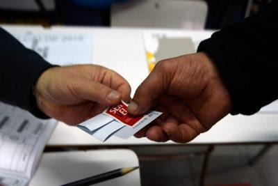 Publicidad y papelería: las primeras compras del Servel para el plebiscito constituyente