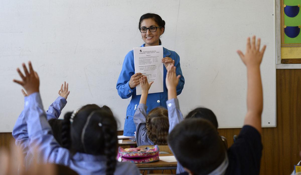 Aumento de remuneraciones y beneficios: los ejes de la campaña que busca atraer a más jóvenes a estudiar pedagogía