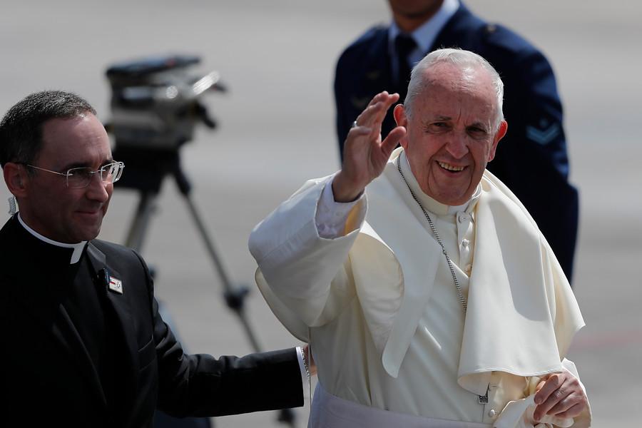 Papa cierra la puerta a la posibilidad de ordenar sacerdotes a hombres casados